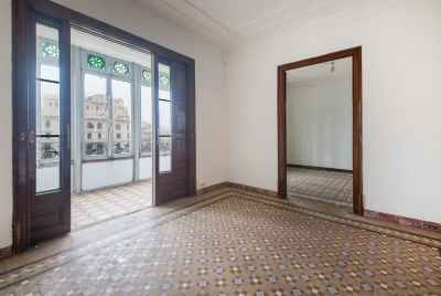 Spacious and renovated apartment in the heart of Barcelona City